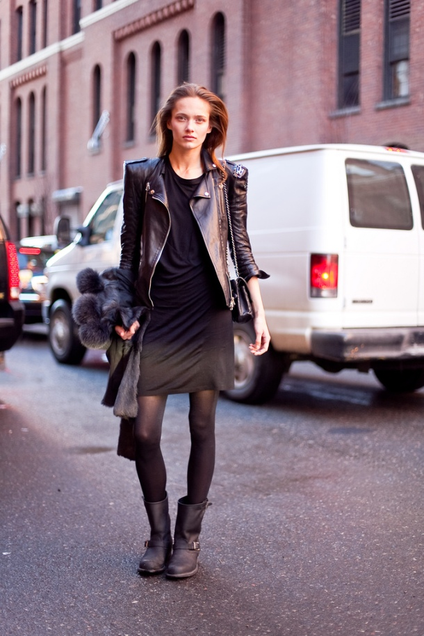street-style-motorcycle-boots-skirt