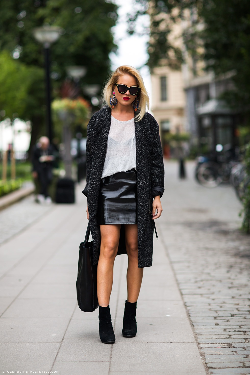 black0mini-leather-skirt-look