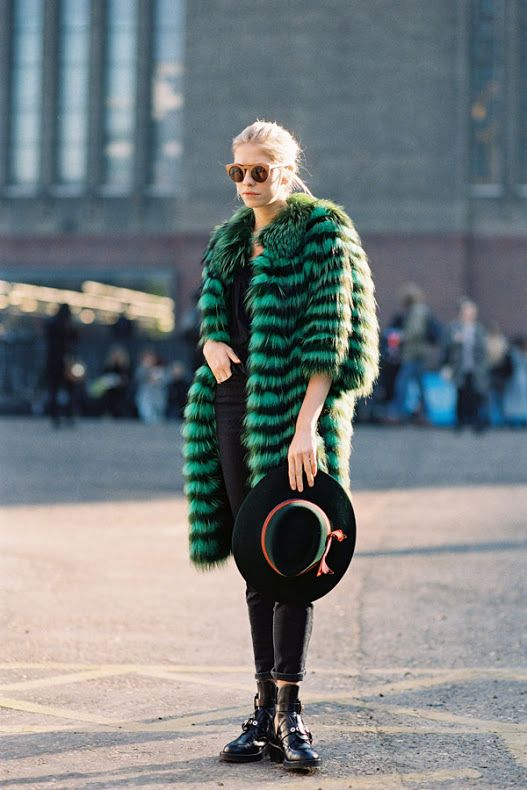 colored-fur-trend-street-style