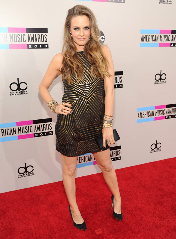 alicia-silverstone-american-music-awards-2013-red-carpet
