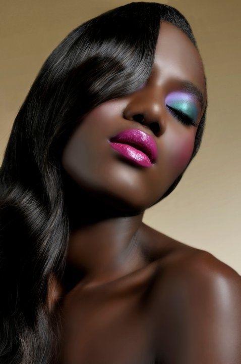 colored-christmas-makeup