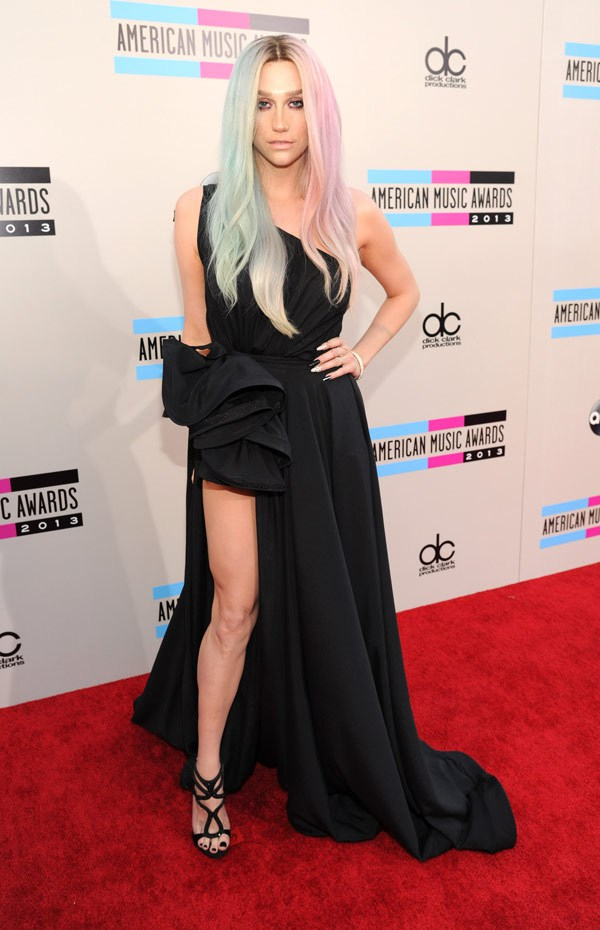keha-american-music-awards-2013-red-carpet