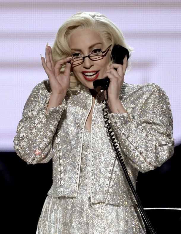 Lady-Gaga-in-Versace-2013-American-Music-Awards-AMAs-Performing