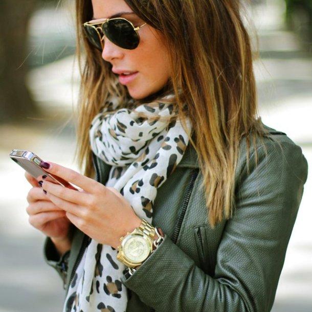 street-style-golden-watch-gift-idea