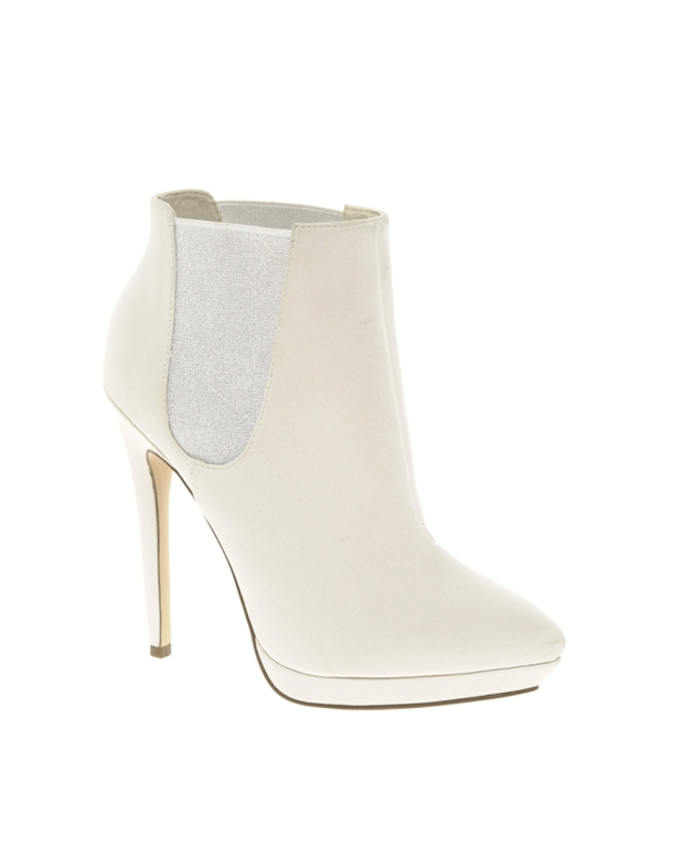 white-ankle-boots-loribay