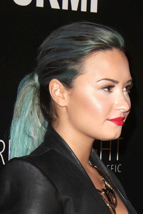 demi-lovato-two-tone-ponytail