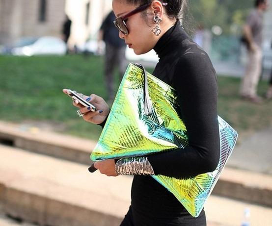 holographic-trend-street-style