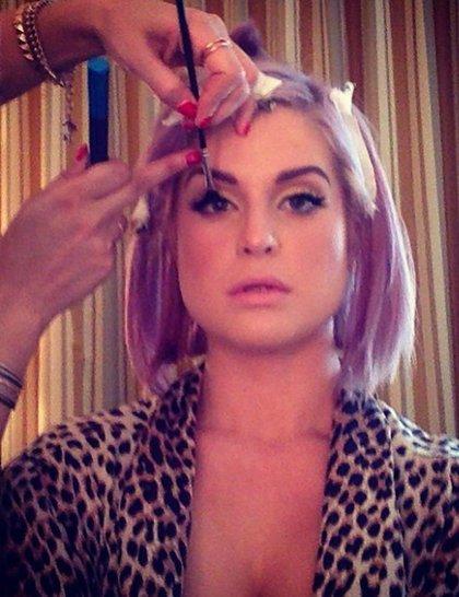 kelly-osbourne-getting-ready-golden-globes-2014-instagram