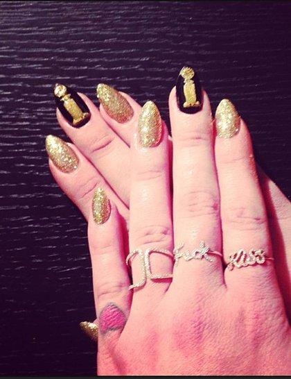 kelly-osbourne-nails-golden-globes-2014-instagram_GA