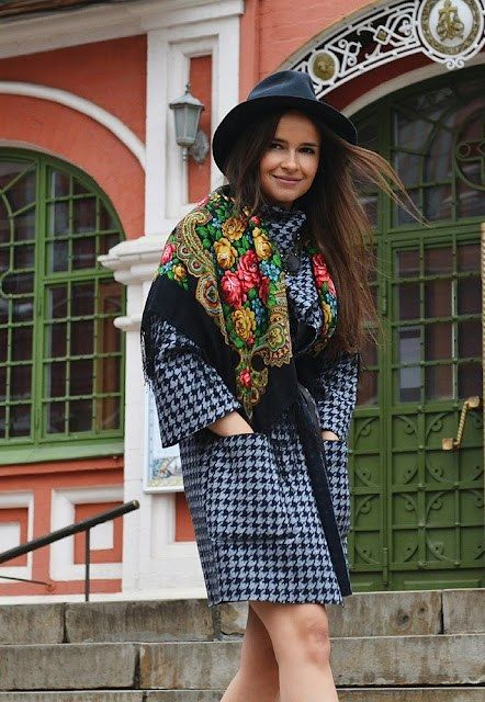 street-style-miroslava-duma-Russian-scarf