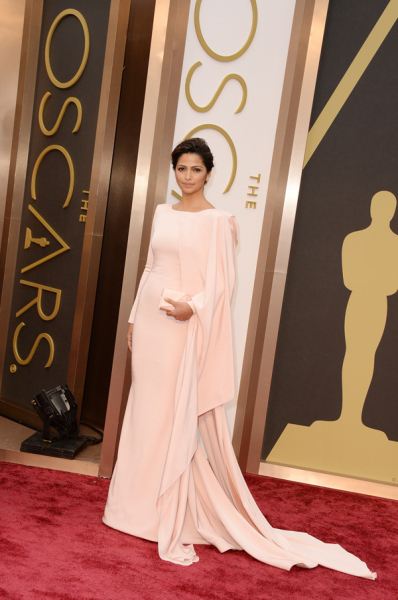 camila-alves-2014-oscars-red-carpet-