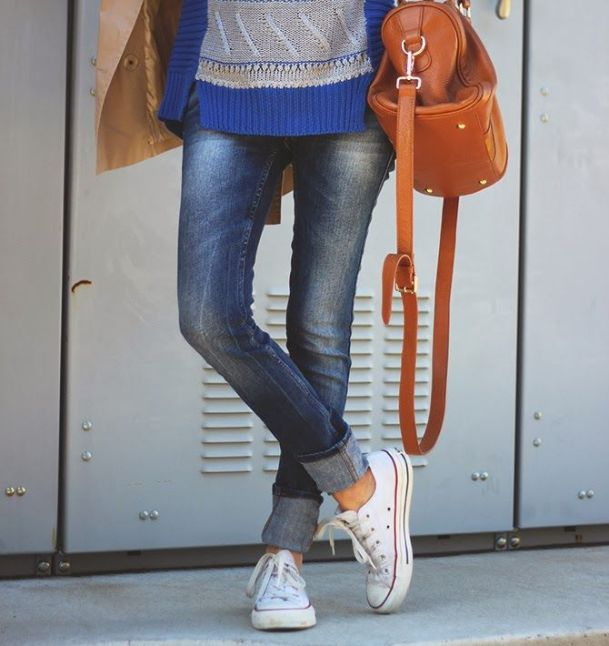 cuffed-jeans-and-sneakers