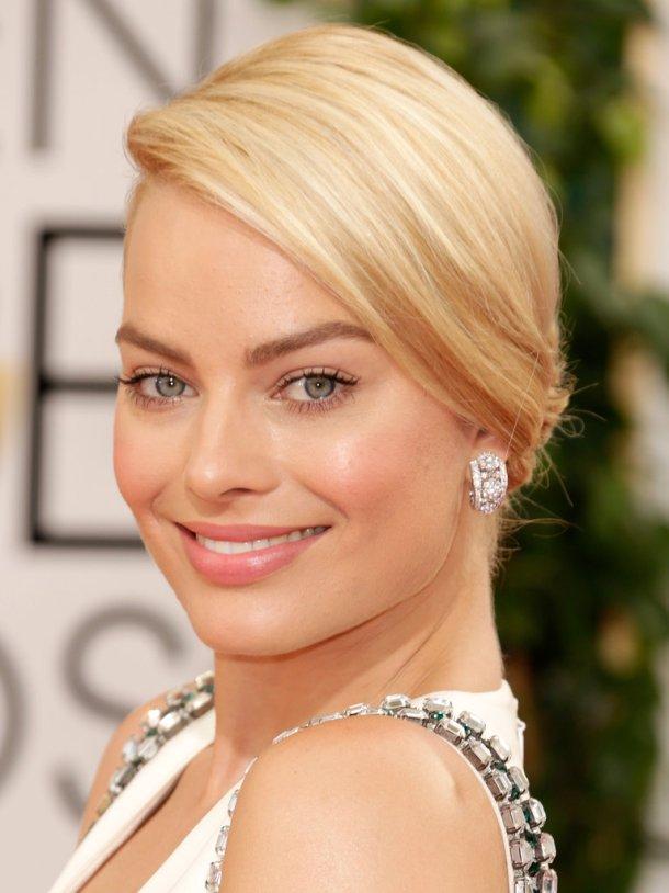 Margot-Robbie-accessorized-major-diamond-earrings