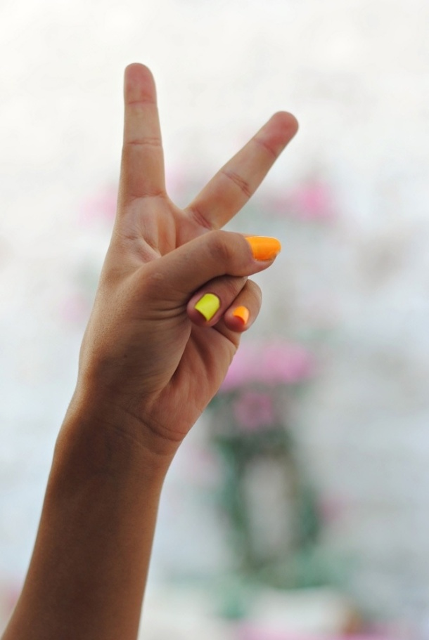 bright-nails-summer-trend