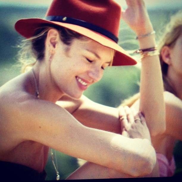candice-swanepoel-hat