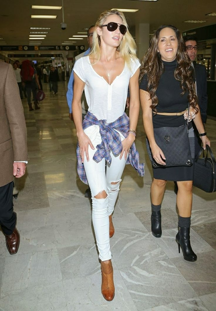 candice-swanepoel-style-airport