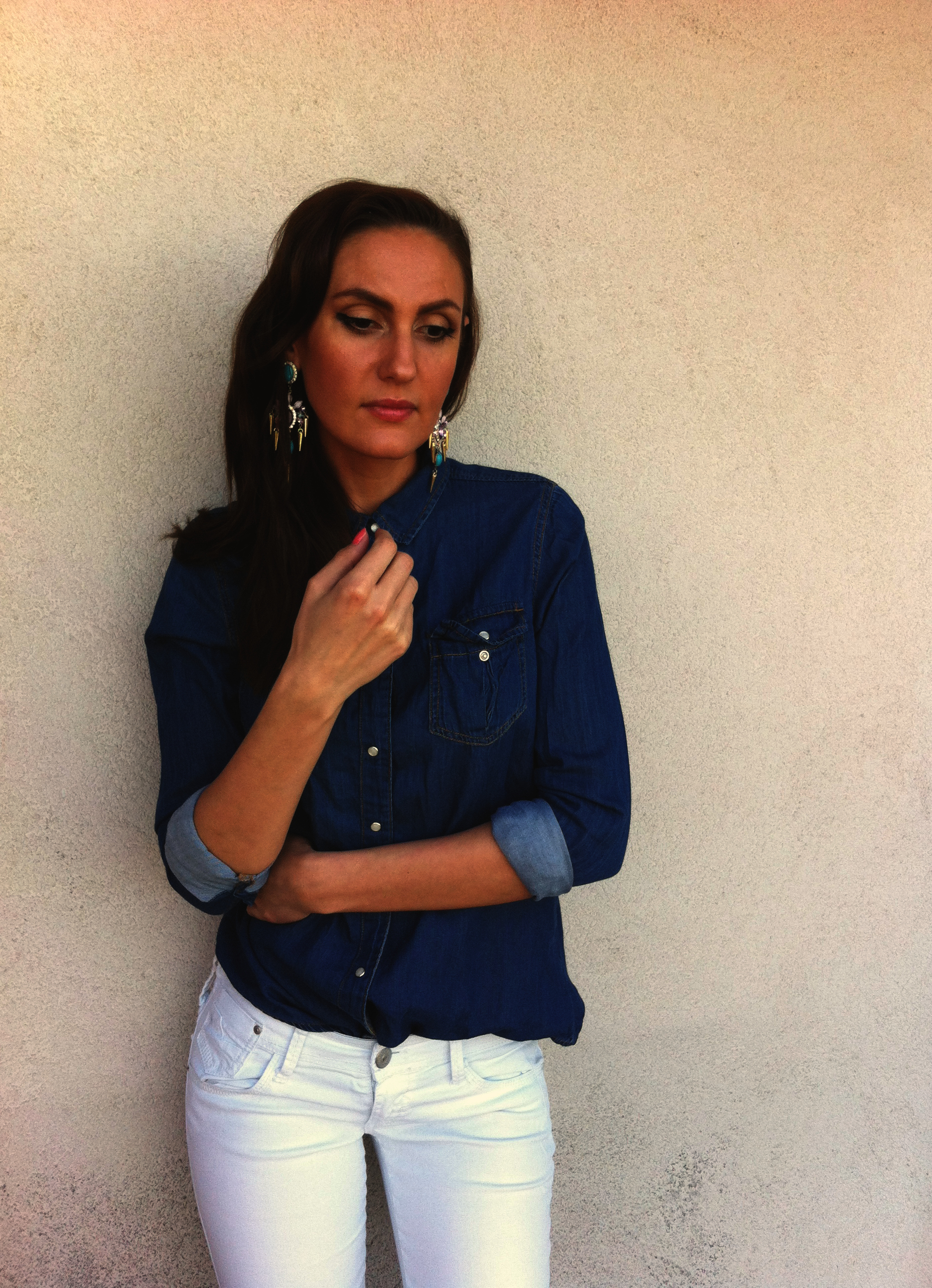 denim-shirt-white-jeans-earrings