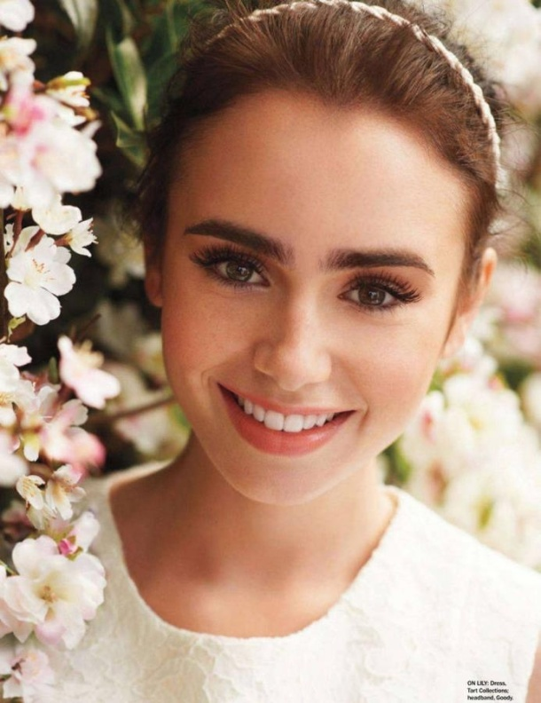 lilly-colins-thick-eyebrows (2)