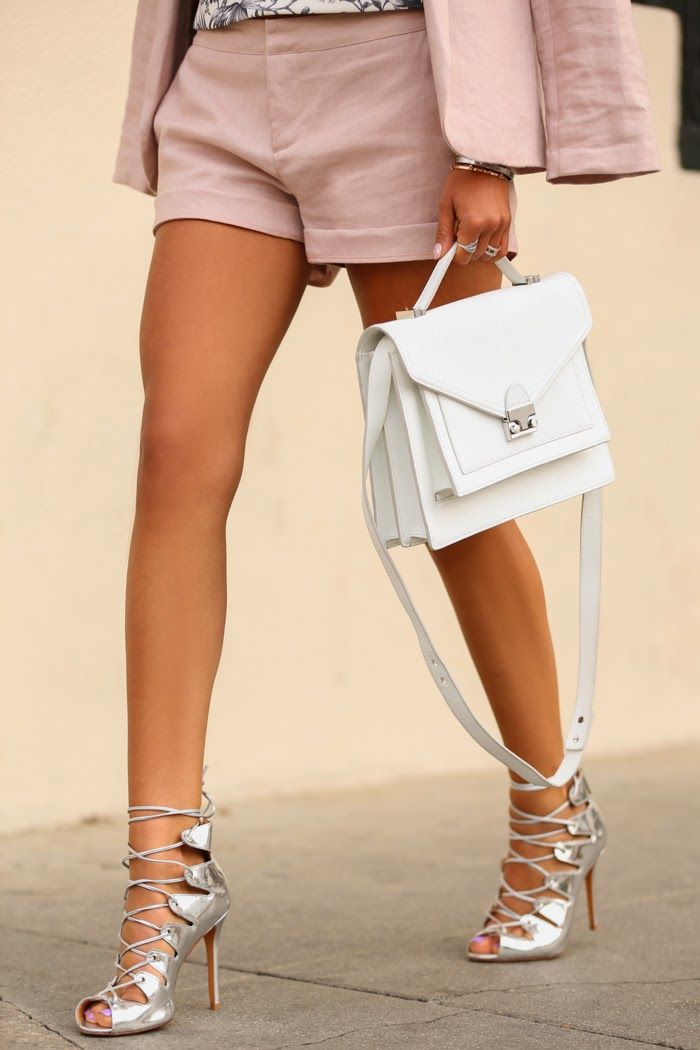 street style white handbag Are WHITE BAGS Back In Style?