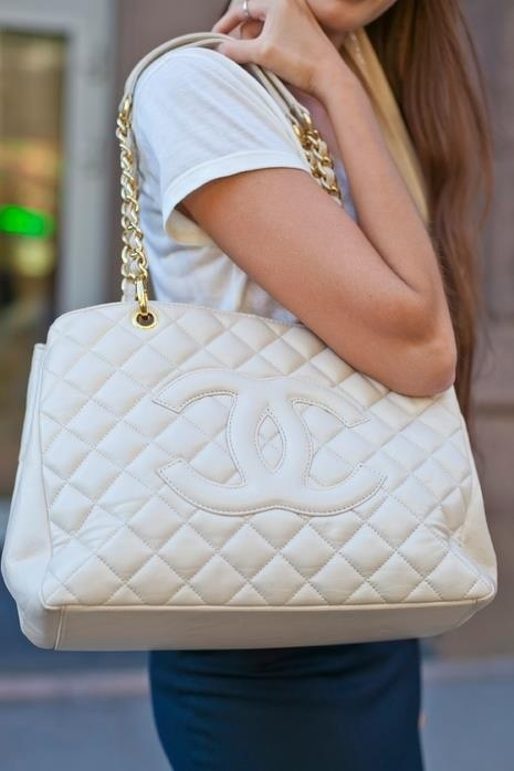 white handbags style Are WHITE BAGS Back In Style?