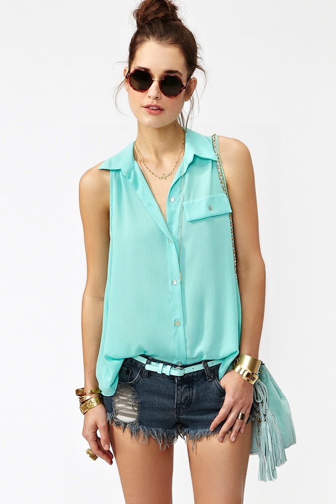 button down top summer trend 2 The Button Down Trend: YES Or NO?