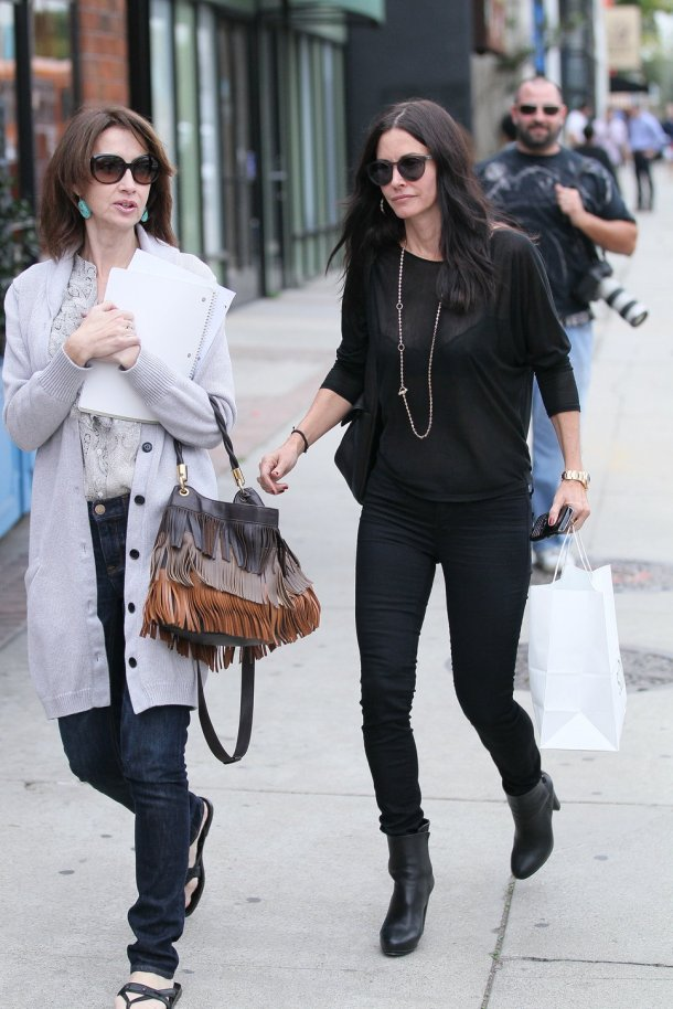 courteney_cox-long-thin-necklace