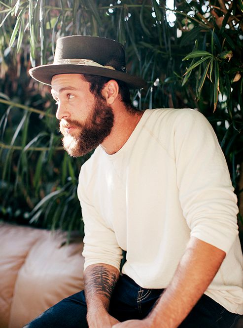 men-summer-trend-basic-tee-beard-hat