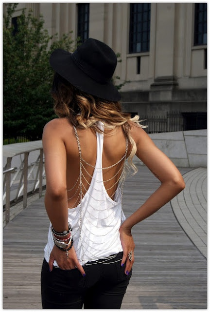 back-jewelry-outfit