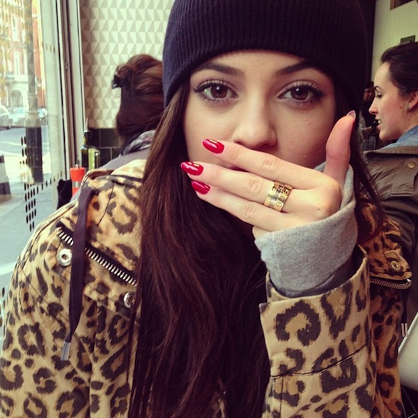 kylie-jenner-style-hoodie-nails