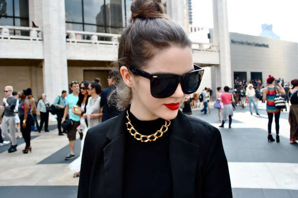 red-lips-basic-outfits (2)