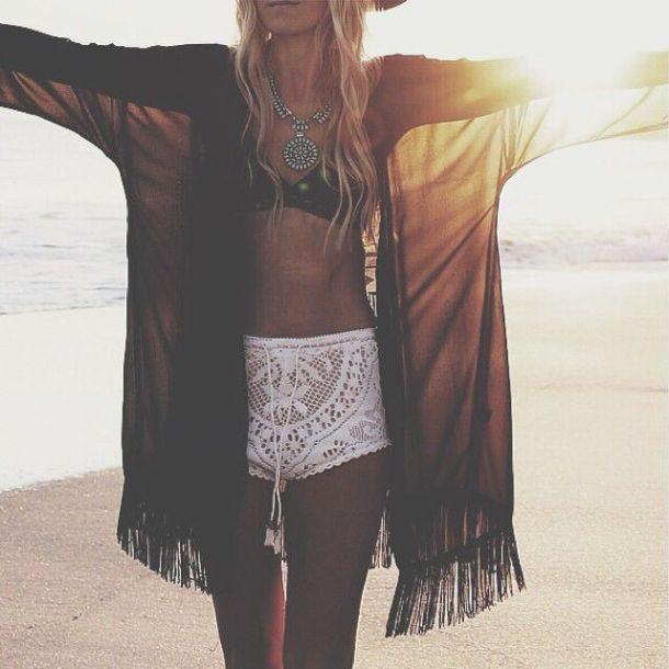 summer-shorts-beach-looks
