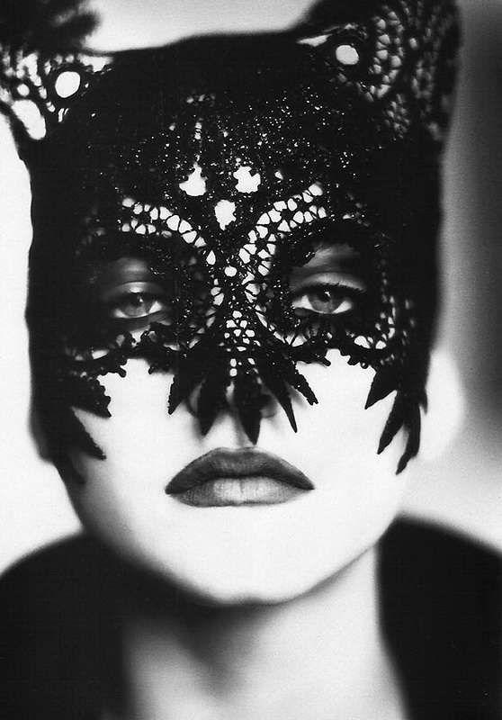 halloween-costume-ideas-lace-mask (3)